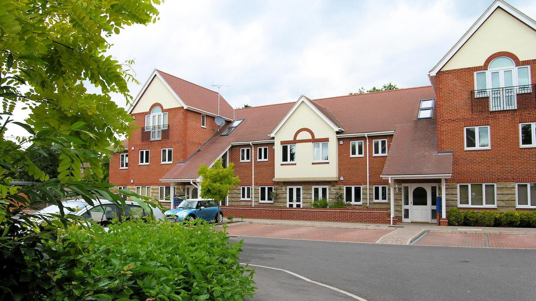 Berkshire Rooms Bracknell near Chessington World of Adventures Resort