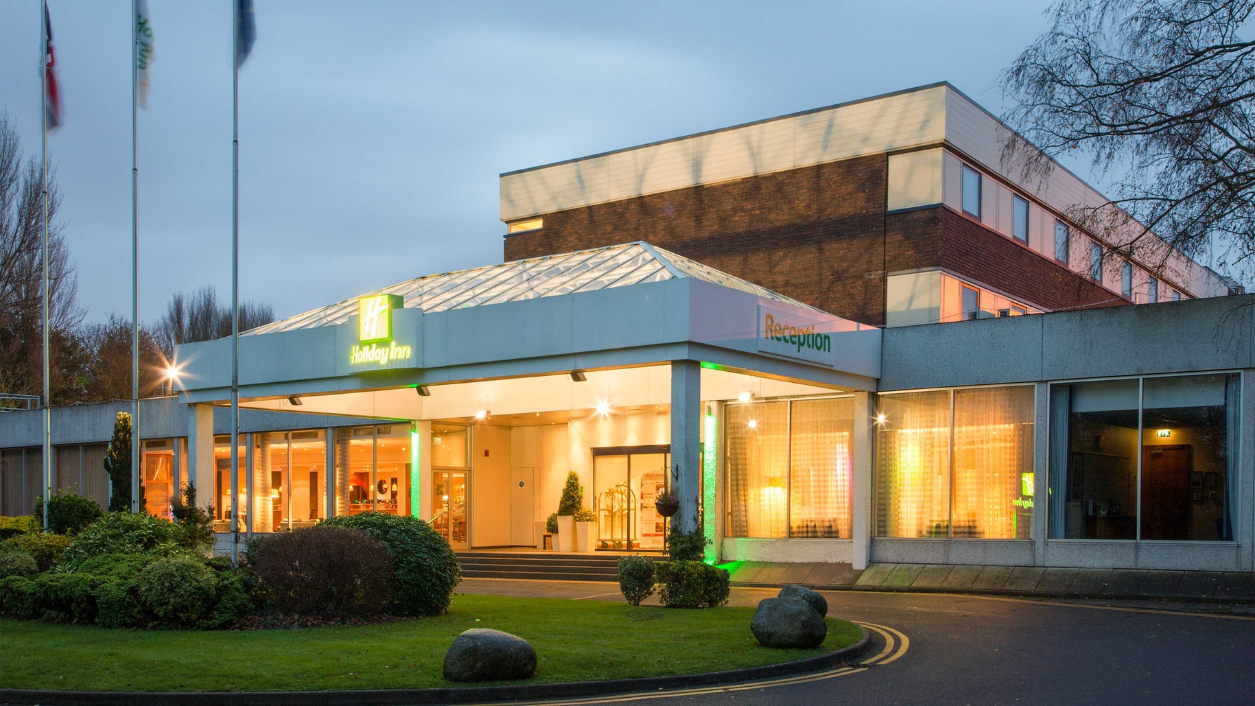 Holiday Inn Shepperton near Chessington World of Adventures Resort